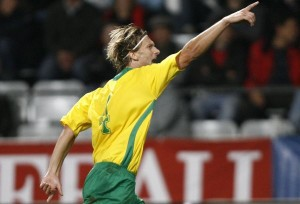 Lithuania's Marius Stankevicius reacts after scoring a goal during their World Cup 2010 qualifying soccer match against Austria in Innsbruck October 10, 2009. REUTERS/Dominic Ebenbichler (AUSTRIA SPORT SOCCER)
